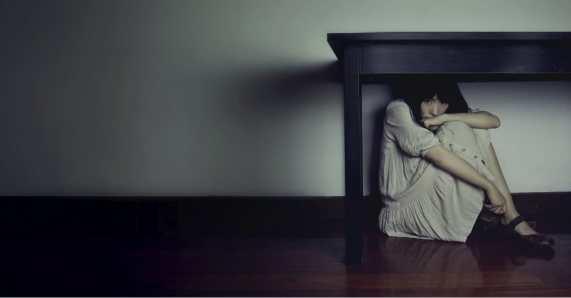 14061-fear-hide-scared-woman.1200w.tn