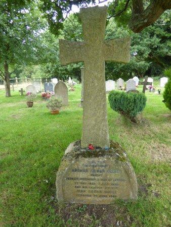 conan-doyle-s-grave